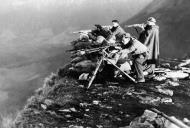 Asisbiz Fascist machine gun squad and riflemen hold positions along the Huesca front northern Spain Dec 30 1936 01