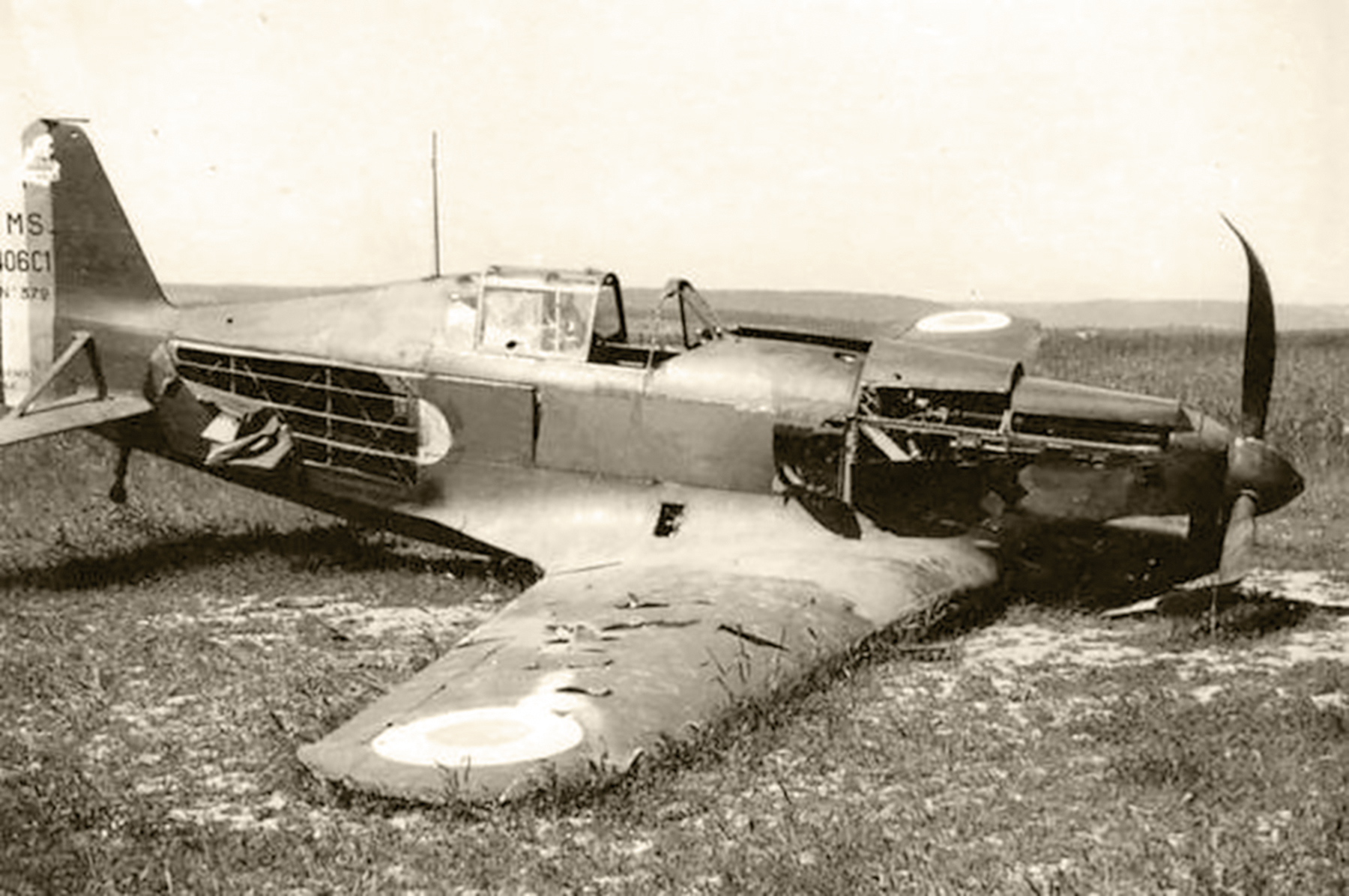 French Airforce Morane Saulnier MS 406C1 sn372 GC II.6 force landed France 1940 web 01