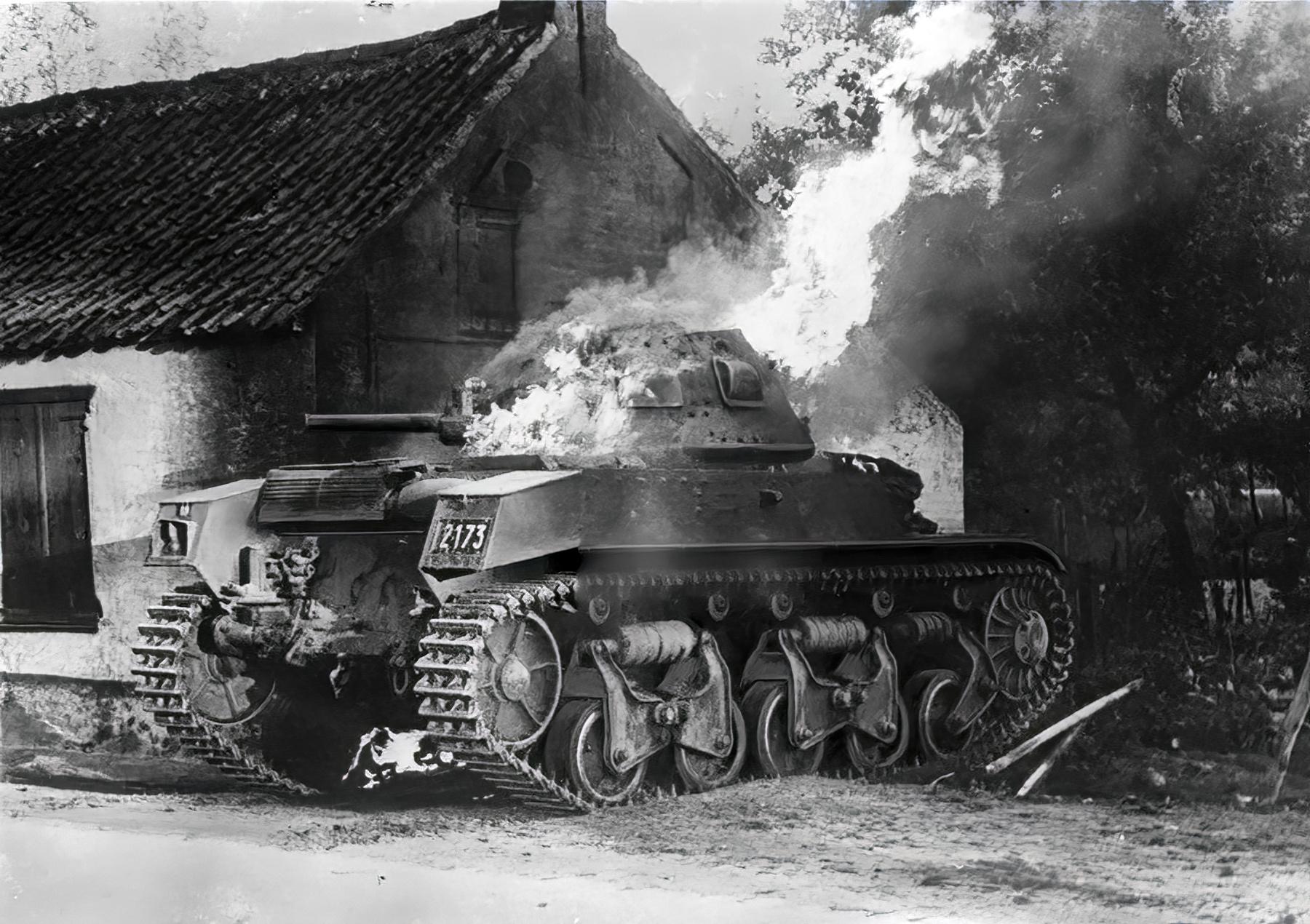 Belgian Char Moyen de Combat Renault ACG1 knocked out Belgium 1940 ebay 01