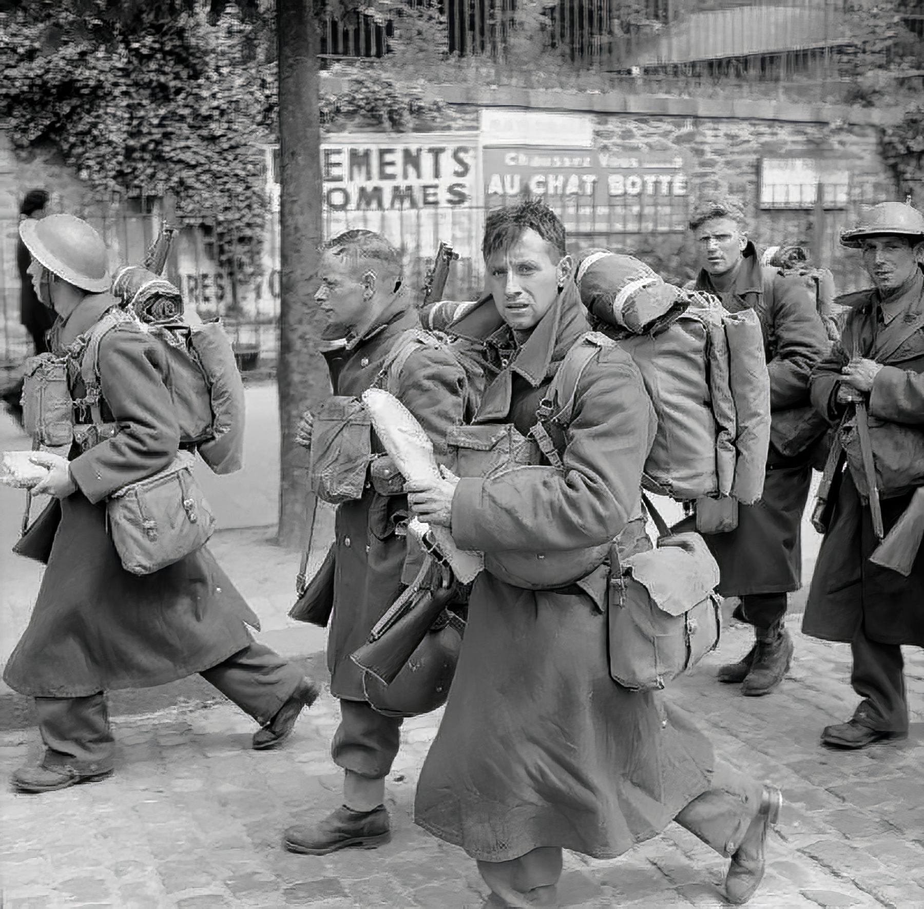 British troops on their way to Brest June 1940 wiki 01