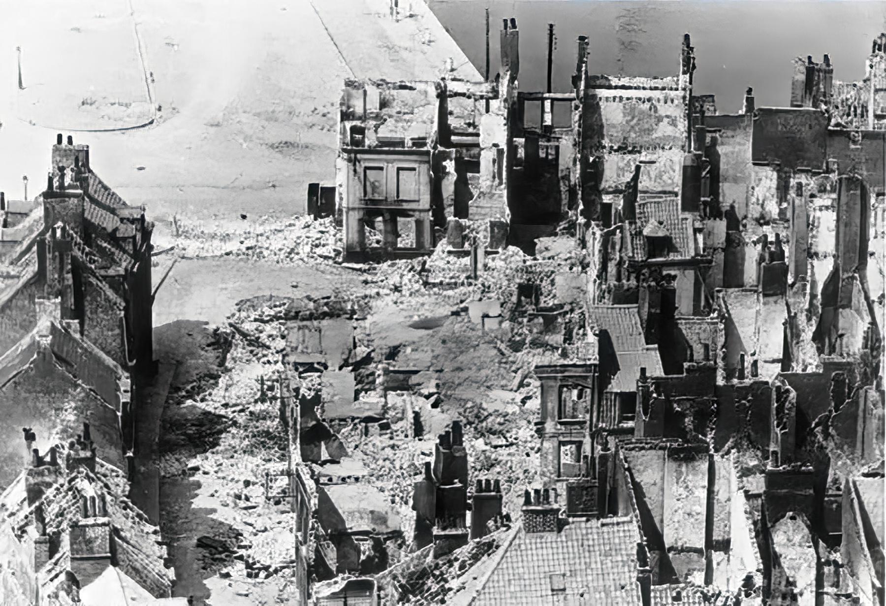 Devastation of Calais in ruins 1940 wiki 01