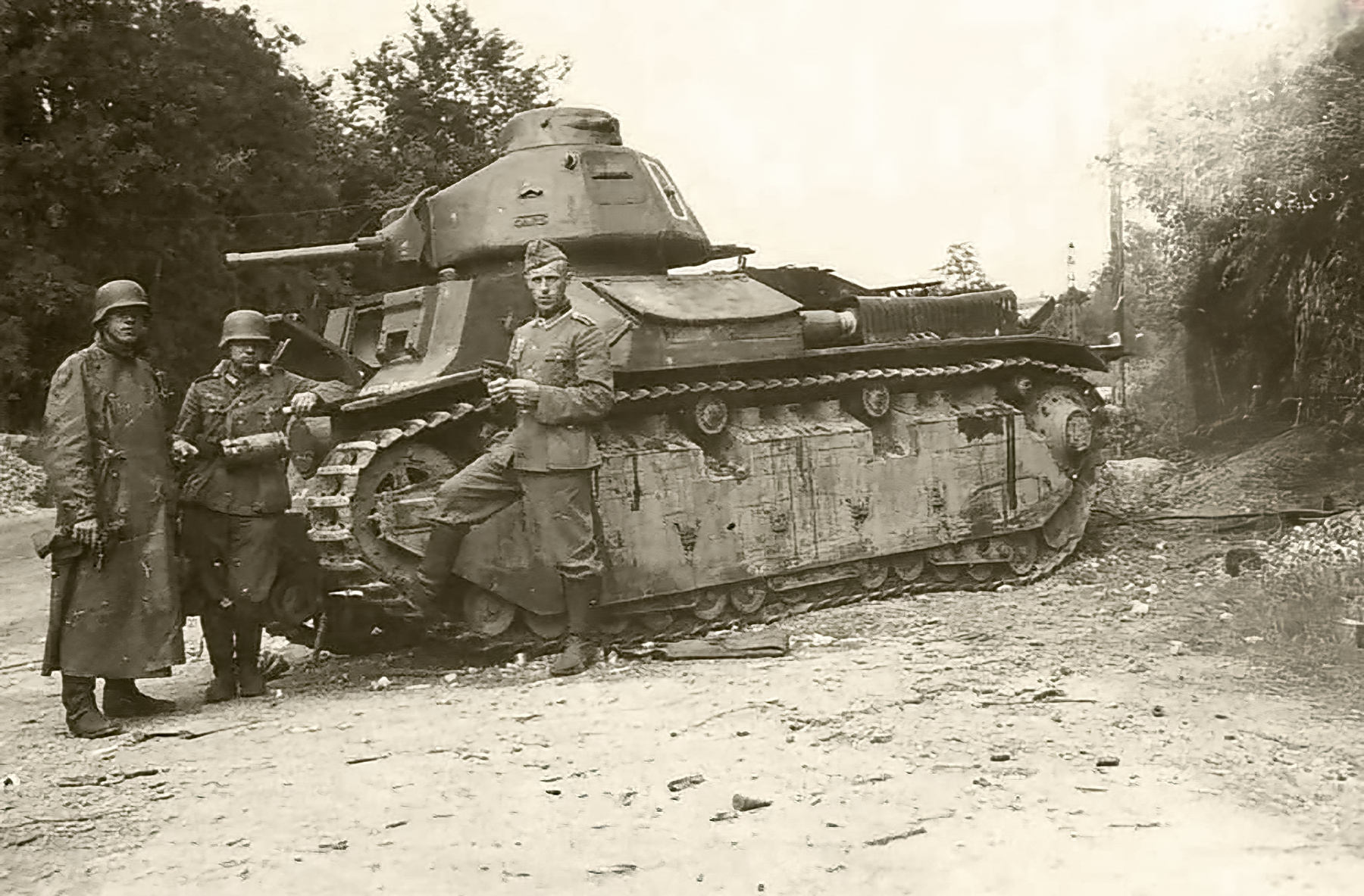 French Army Renault D2 tank captured battle of France 1940 web 01