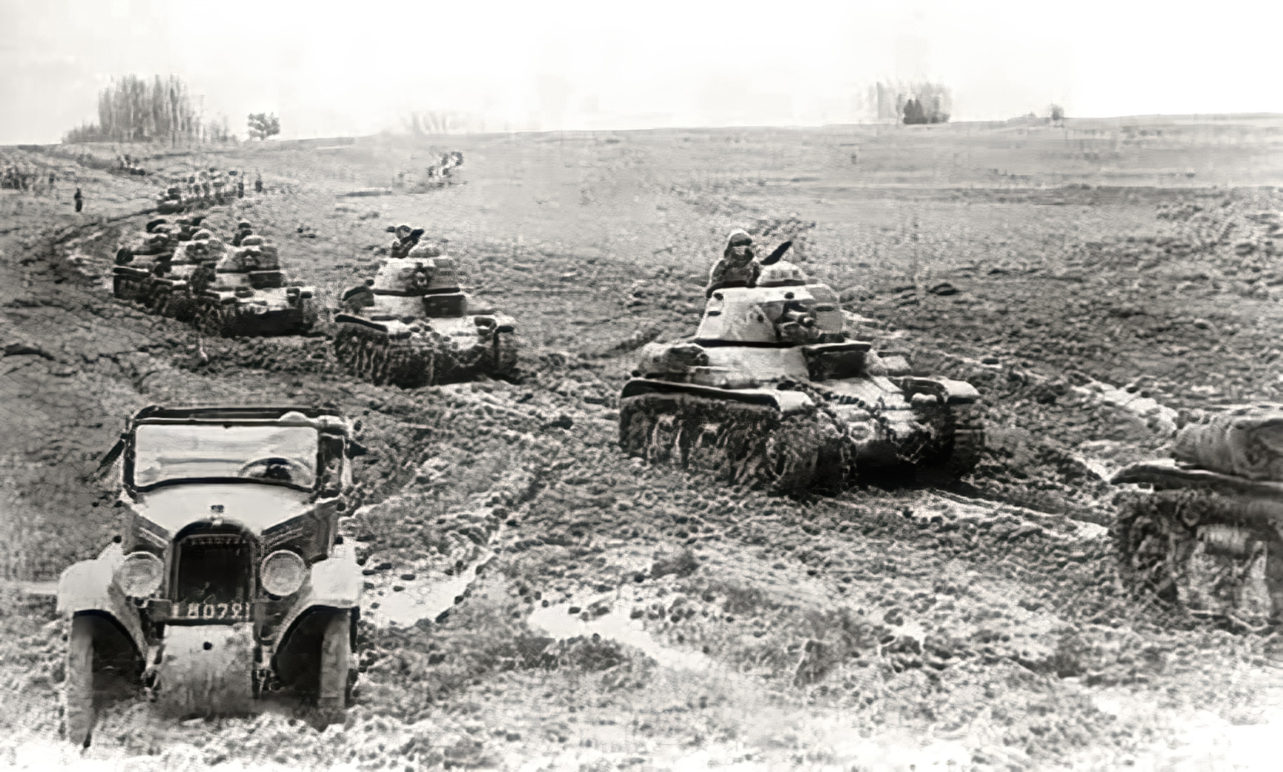 French Army Renault R35 support tank column on maneuvers during the Phoney war 1940 web 01