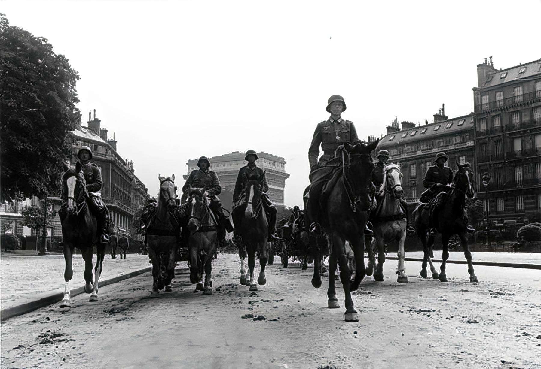 German troops in Paris France June 1940 wiki 01
