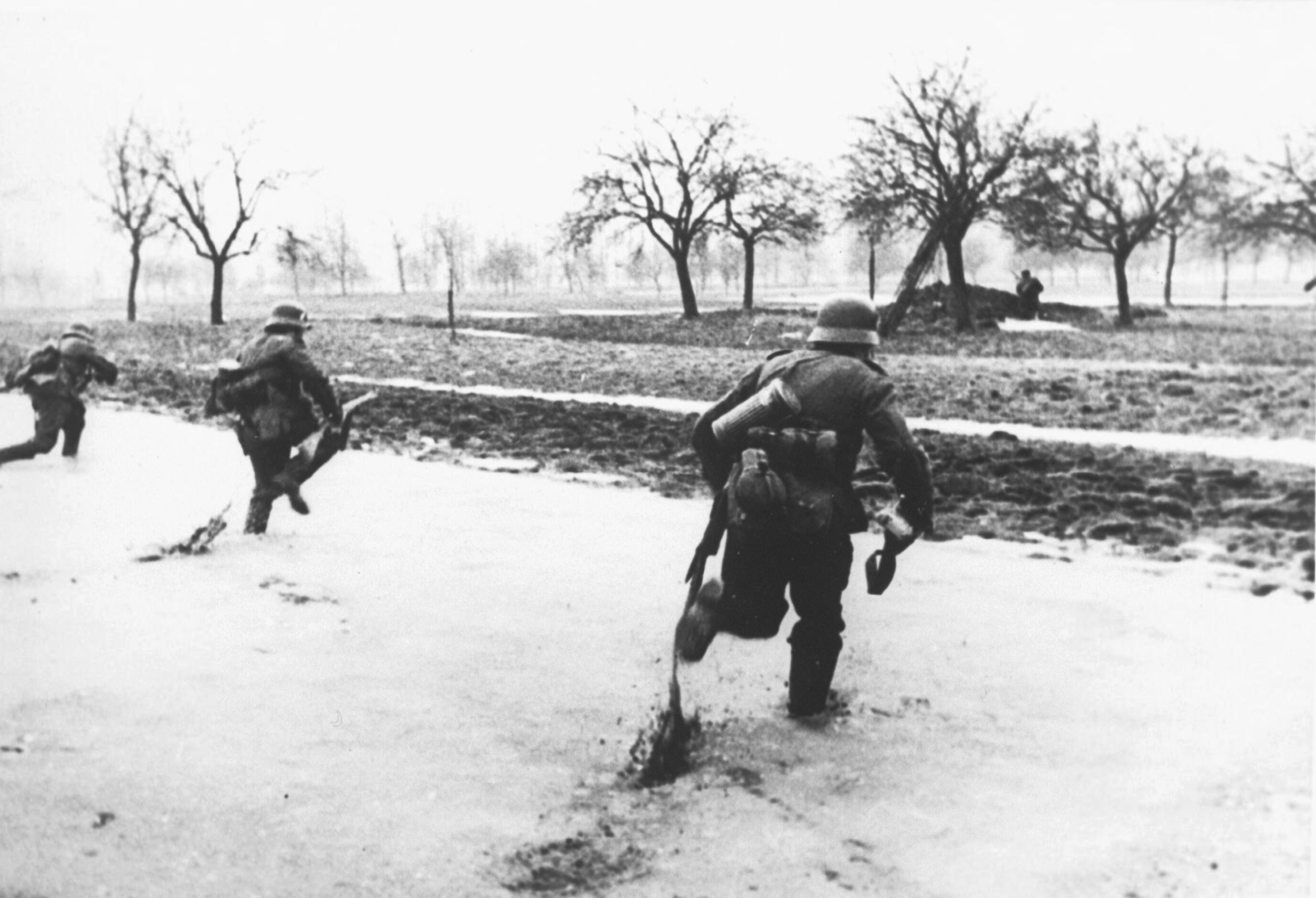 German troops practise their advancing manouevres during the Phoney War 9th Mar 1940 NIOD