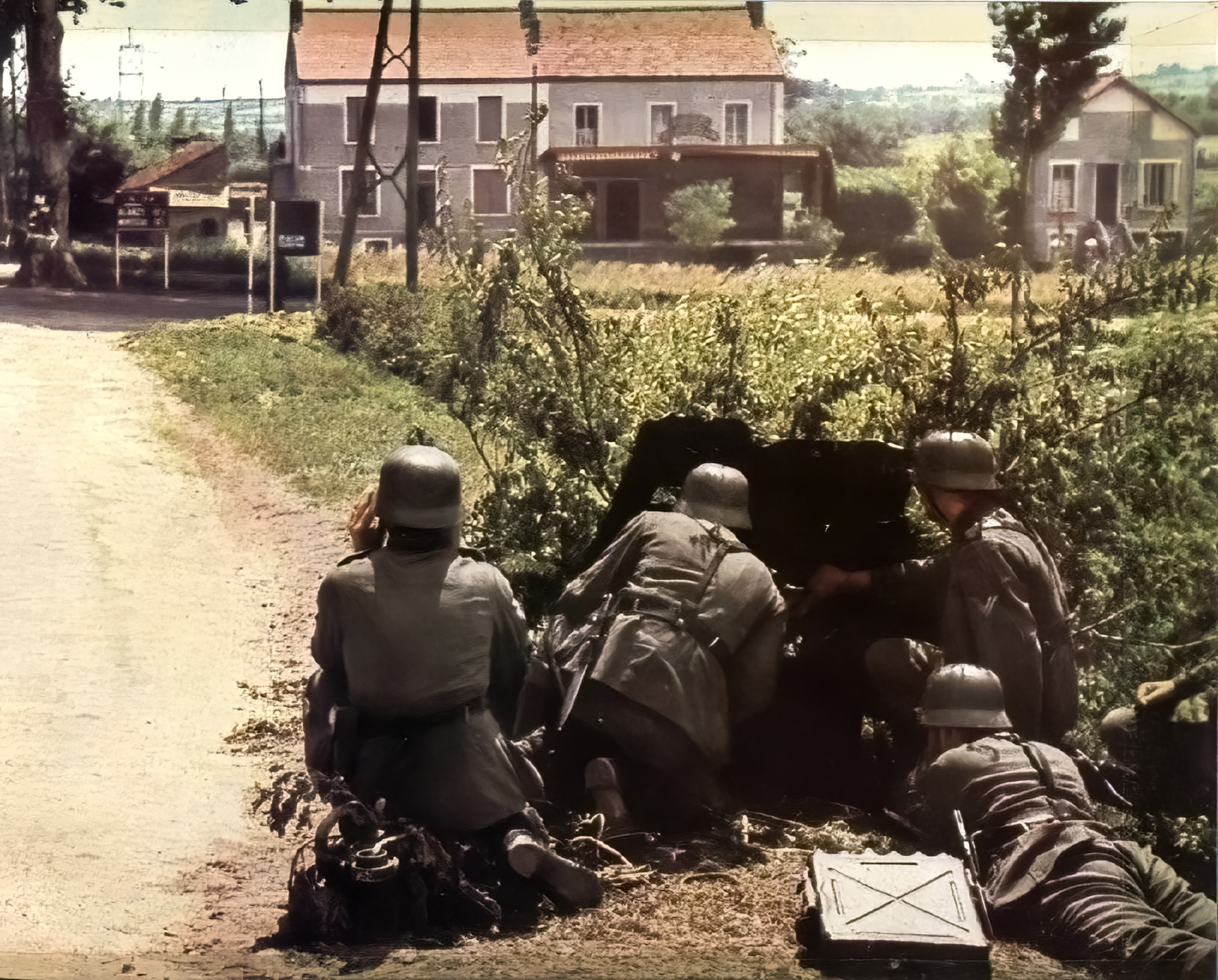 German troops wait behind a 37mm PaK during the battle of France 1940 ebay 01