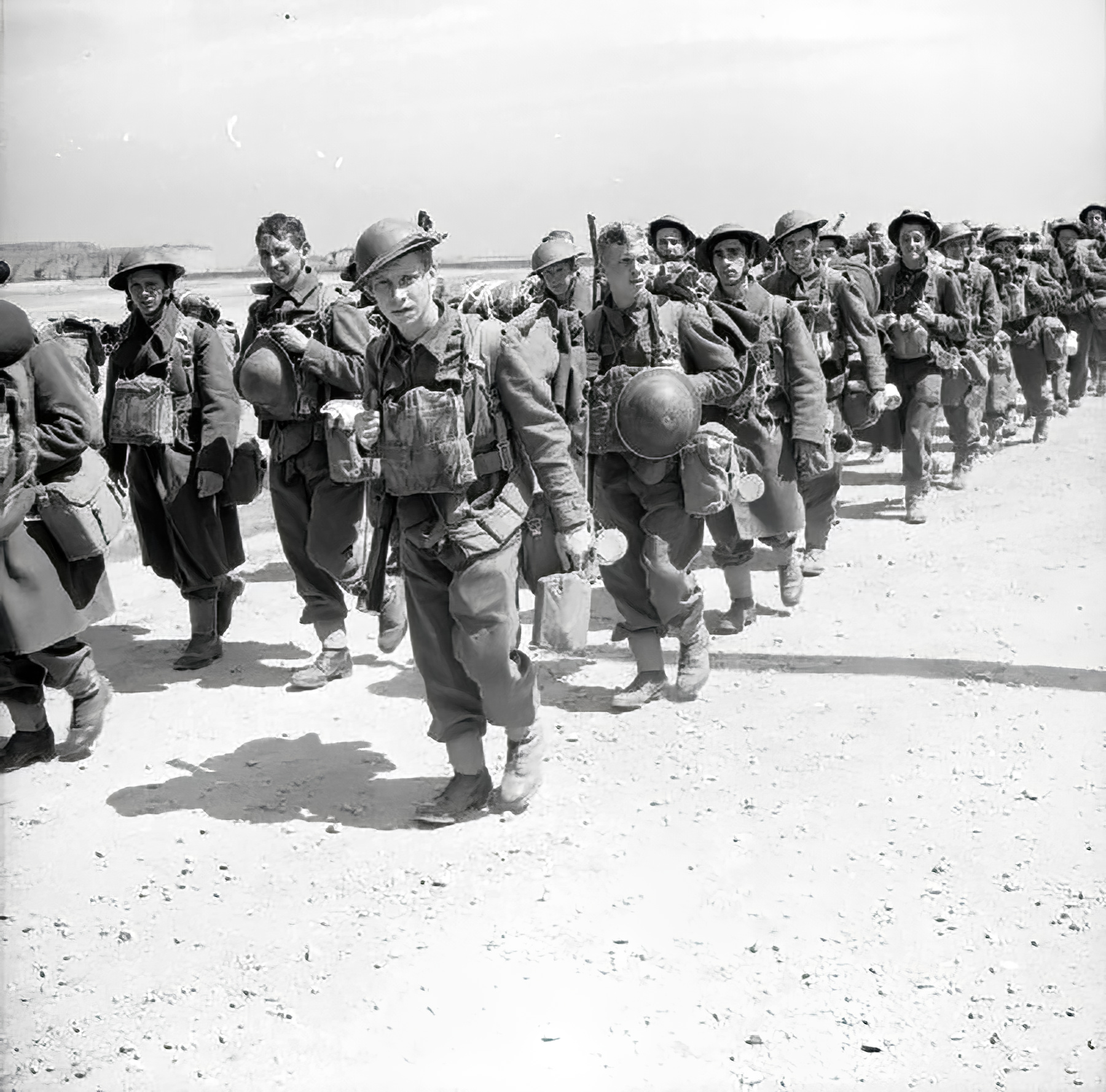 Newly arrived British troops of the 2nd BEF move up to the front June 1940 wiki 01