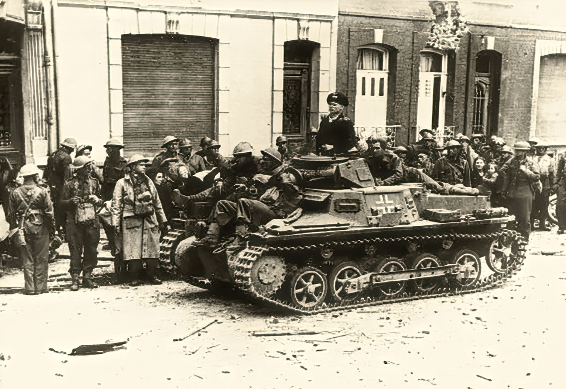 Wehrmacht Panzer I Ausf.B PzKpfw 1 with British POWs Calais France May 1940 wiki 01