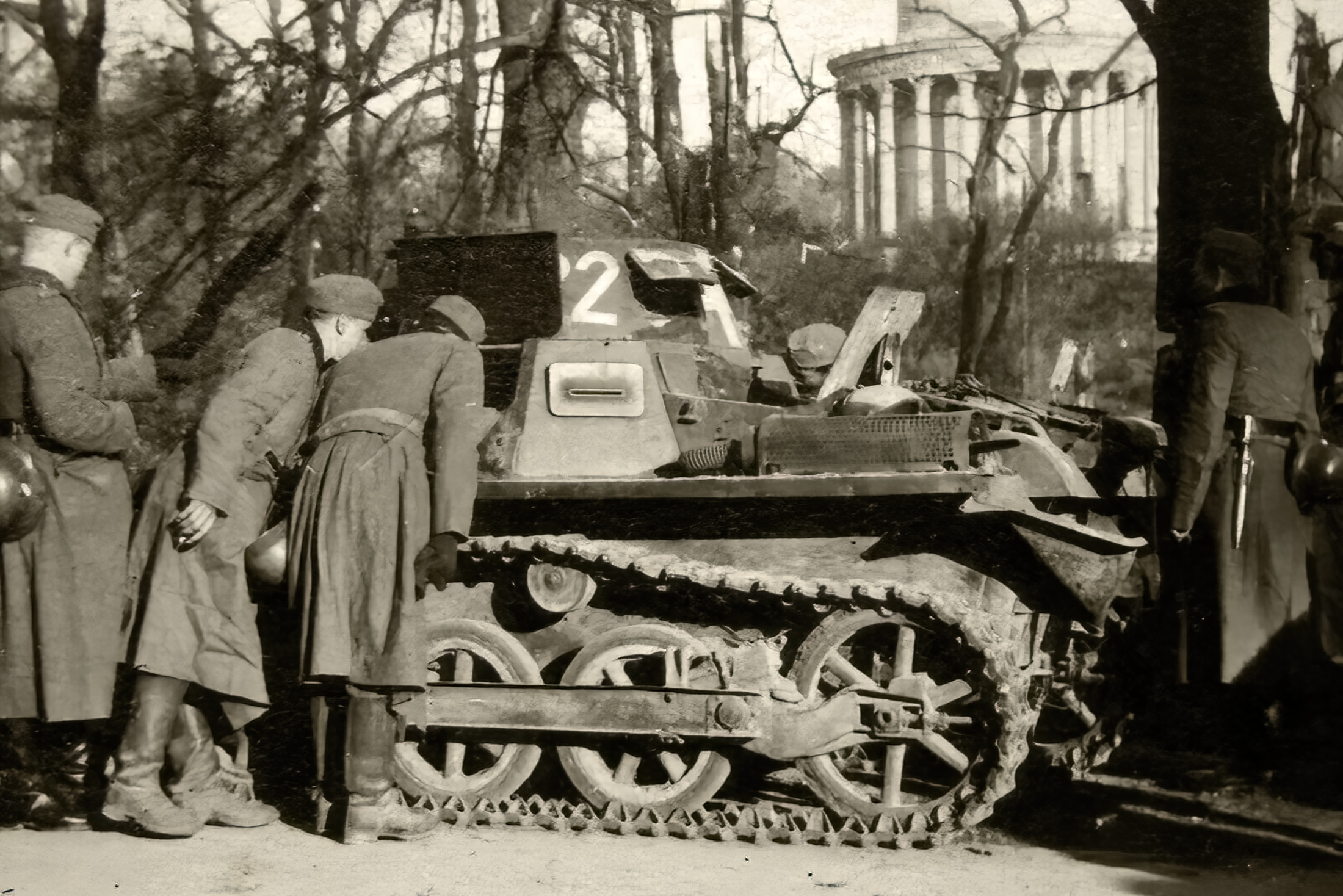 Wehrmacht Panzer I Ausf.B PzKpfw 1 with German troops France 1940 ebay 02