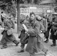 Asisbiz British troops on their way to Brest June 1940 wiki 01