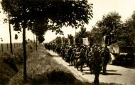Asisbiz Column of French POWs being marched towards internment June 1940 02