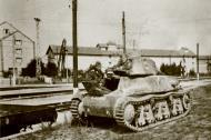 Asisbiz French Army Hotchkiss H35 40890 abandoned near a French railroad station battle of France 1940 ebay 01