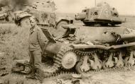 Asisbiz French Army Hotchkiss H35 knocked out battle of France 1940 ebay 01