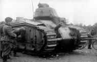 Asisbiz French Army Renault Char B1 named Bossut I 440 examined by German soldiers Battle of France 1940 01