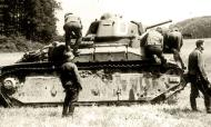 Asisbiz French Army Renault D2 tank White D captured battle of France 1940 web 01