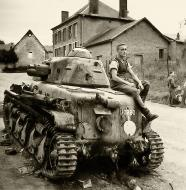 Asisbiz French Army Renault R35 support tank 24eme Bataillon snI50260 knocked France 1940 web 01