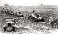 Asisbiz French Army Renault R35 support tank column on maneuvers during the Phoney war 1940 web 01