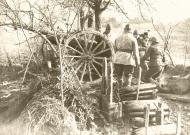 Asisbiz French Army manoeuvre a 75mm battery during the phoney war 14th Dec 1939 NIOD