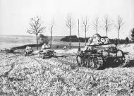 Asisbiz French armor being deployed during manoeuvres 9th Jan 1940 NIOD