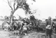 Asisbiz French artillery being deployed during manoeuvres during the Phoney War period 13th Oct 1939 NIOD