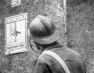 Asisbiz French soldier in the German village of Lauterbach in Saarland Sep 1939 wiki 01