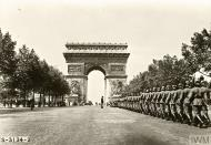 Asisbiz German troops during their victory parade march under the Arc de Triomphe France 1940 IWM
