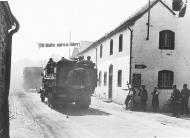 Asisbiz German troops invading Belgium during the May days 20th May 1940 NIOD