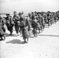 Asisbiz Newly arrived British troops of the 2nd BEF move up to the front June 1940 wiki 01