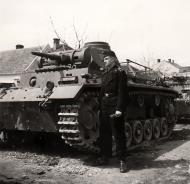 Asisbiz Waffen SS Panzer III tank komandor poses next to his tank in Belgium during the May days 1940 01