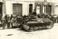 Asisbiz Wehrmacht Panzer I Ausf.B PzKpfw 1 with British POWs Calais France May 1940 wiki 01