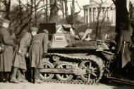 Asisbiz Wehrmacht Panzer I Ausf.B PzKpfw 1 with German troops France 1940 ebay 02