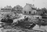 Asisbiz Wehrmacht tank crossing a bridge over the Canal de Aire France 6th May 1940 NIOD