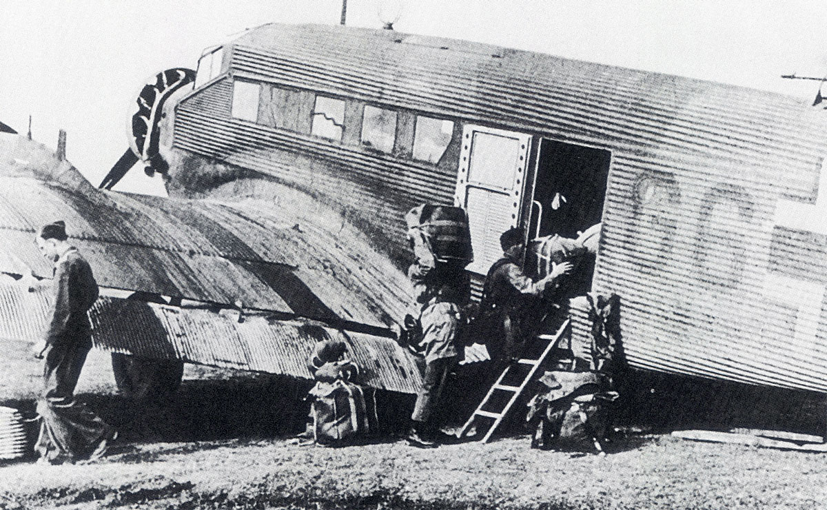 Unternehmen Merkur Junkers Ju 52 3mg4e KGrzbV2 (G6+) loading supplies during the invasion of Crete 1941 01