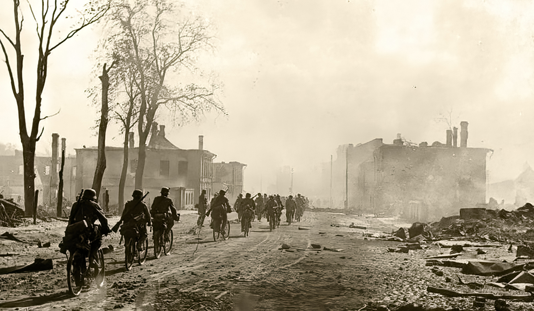 Army Group North cyclist column of German soldiers entering Novgorod Aug 1941 01