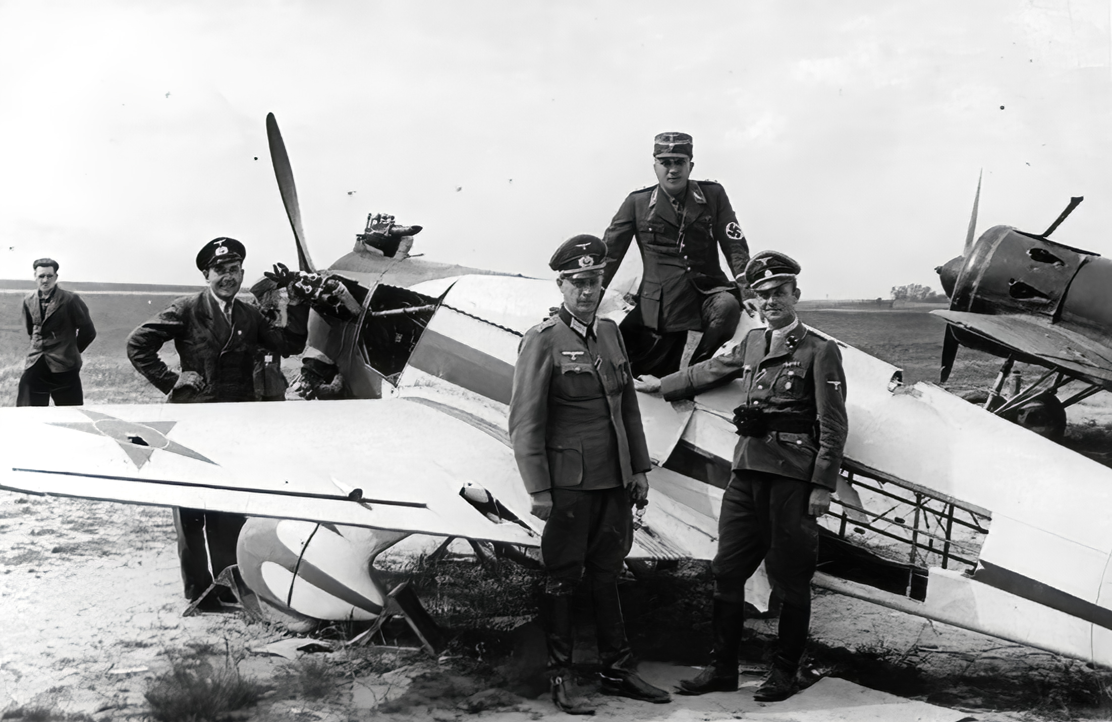 German officers inspecting abandoned soviet fighters 1941 01