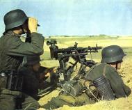 German Infantry machine gun unit watches for enemies 01