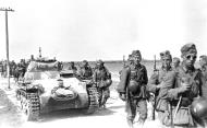 Asisbiz German Infranty along with a Panzer PzKpfw I light tank advancing towards the front lines 01