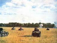 Asisbiz German Panzers advancing under fire Eastern Front 01