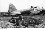German solders defending a captured soviet airfield 1942 01