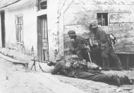 Asisbiz German troops clearing Soviet defenders during their advance 26th Jun 1941 NIOD