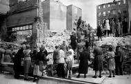 Asisbiz Russian archives photos showing the carnage of war as civilians adjust to the devastation 04