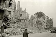 Asisbiz Russian archives photos showing the carnage of war as civilians adjust to the devastation 06