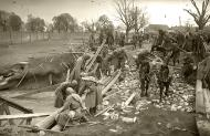 Asisbiz Russian soldiers making repairs to a bridge as supplies are moved to the front lines 01