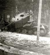 Asisbiz Soviet KV 1 heavy tank lies abandoned after a battle with German forces 02