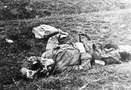 Asisbiz The carnage of war is vividly shown in this photo of a dead Russian soldier Polish Archives 01
