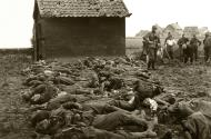 Asisbiz The carnage of war is vividly shown in this photo of dead German soldiers who await burial Russia 01