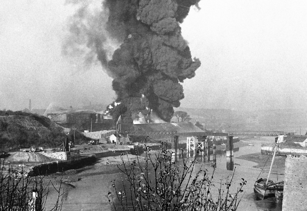 Asisbiz battle of britain results of a luftwaffe raid for How many homes were destroyed in germany in ww2