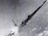 Focke Wulf Fw 190A shooting down a B 17F Fortress 02