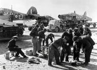 Asisbiz British RAF 53RSU salvage crews rescue downed Hurricanes Western Desert IWM CM2232