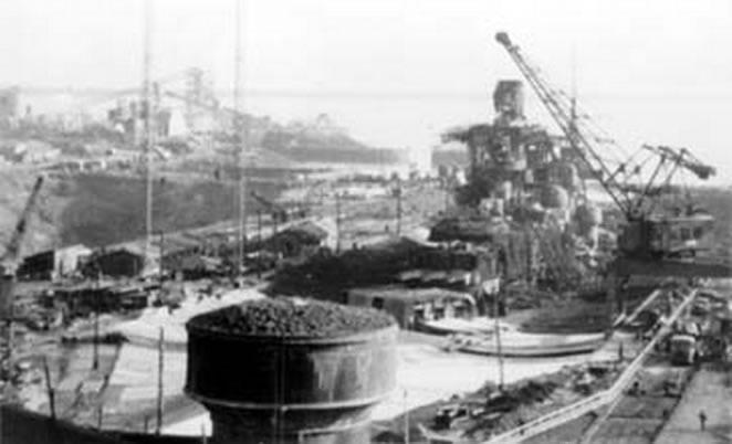 Kriegsmarine Scharnhorst class battlecruisers battleship KMS Scharnhorst in Brest France 1941 02